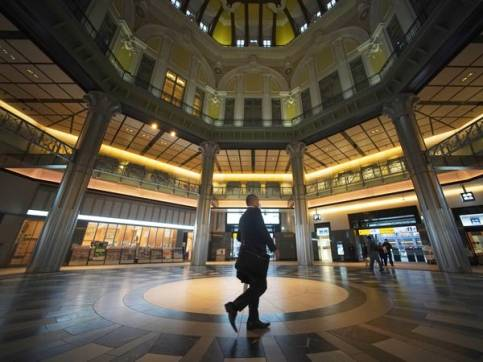 Japan train station - Business insider.jpg